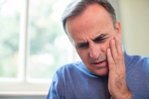 Man with facial swelling should see Jacksonville emergency dentist
